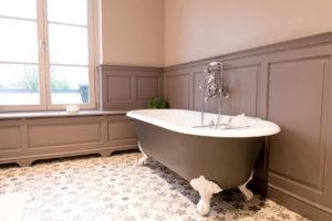 clawfoot freestanding tub
